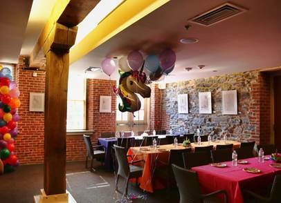 private birthday party tables and baloons